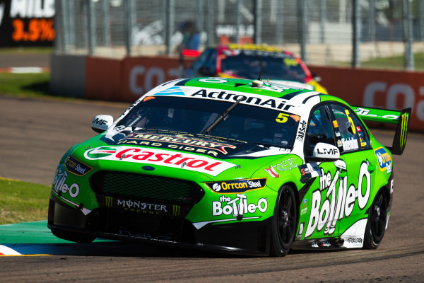 2017 Supercars Championship Round 7.  Townsville 400, Reid Park, Townsville, Queensland, Australia. Friday 7th July to Sunday 9th July 2017. Mark Winterbottom drives the #5 The Bottle-O Racing Ford Falcon FGX. World Copyright: Daniel Kalisz/ LAT Images Ref: Digital Image 070717_VASCR7_DKIMG_353.jpg