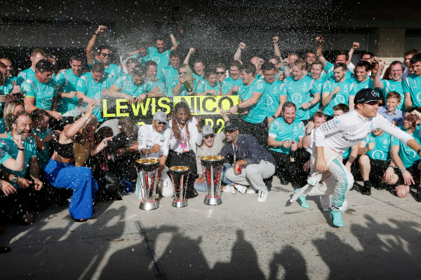 Circuit of the Americas, Austin Texas, USA. Sunday 23 October 2016. Lewis Hamilton, Mercedes AMG, 1st Position, and Nico Rosberg, Mercedes AMG, 2nd Position, celebrate with Skier Lindsey Vonn, Actress Noomi Rapace, Tennis star Venus Williams and the Mercedes AMG team. World Copyright: Sam Bloxham/LAT Photographic ref: Digital Image _SBB2145