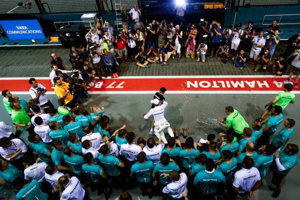 Marina Bay Circuit, Marina Bay, Singapore. Sunday 17 September 2017. Lewis Hamilton, Mercedes AMG, and Valtteri Bottas, Mercedes AMG, celebrate their success with their team.  World Copyright: Sam Bloxham/LAT Images  ref: Digital Image _W6I8310