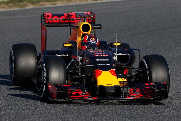 Circuit de Catalunya, Barcelona, Spain Tuesday 01 March 2016. Daniil Kvyat, Red Bull Racing RB12 TAG Heuer.  World Copyright: Zak Mauger/LAT Photographic ref: Digital Image _L0U2091