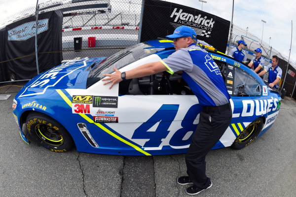 Monster Energy NASCAR Cup Series Toyota Owners 400 Richmond International Raceway, Richmond, VA USA Friday 28 April 2017 Jimmie Johnson, Hendrick Motorsports, Lowe's Chevrolet SS World Copyright: Nigel Kinrade LAT Images ref: Digital Image 17RIC1nk00091