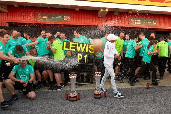 Circuit de Catalunya, Barcelona, Spain. Sunday 14 May 2017. Lewis Hamilton, Mercedes AMG, 1st Position, and the Mercedes team celebrate victory. World Copyright: Steve Etherington/LAT Images ref: Digital Image SNE10158