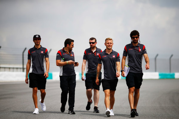 Sepang International Circuit, Sepang, Malaysia. Thursday 28 September 2017. Kevin Magnussen and Antonio Giovinazzi, HAAS. Walk the track prior to the Malaysian Grand Prix World Copyright: Andy Hone/LAT Images  ref: Digital Image _ONZ8206
