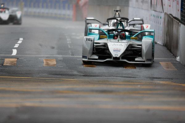 Oliver Turvey (GBR), NIO Formula E Team, NIO Sport 004 leads Jose Maria Lopez (ARG), GEOX Dragon Racing, Penske EV-3