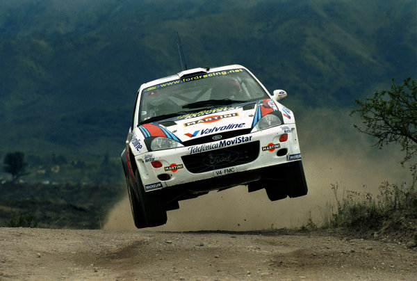 Carlos Sainz in action in the Ford Focus WRC.Argentina Rally 2000.Photo:McKlein/LAT