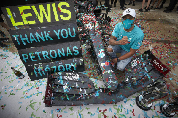 Lewis Hamilton, Mercedes-AMG Petronas F1, 1st position, and the Mercedes team celebrate after securing a record 7th Constructors World Championship title