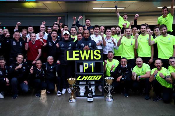 Valtteri Bottas, Mercedes, Sir Lewis Hamilton, Mercedes, 1st position, and the Mercedes team celebrate victory