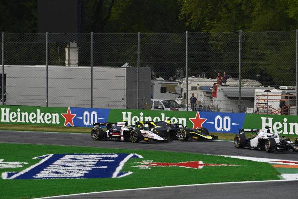 Matteo Nannini (ITA, Campos Racing), leads Theo Pourchaire (FRA, ART Grand Prix), and Dan Ticktum (GBR, Carlin)