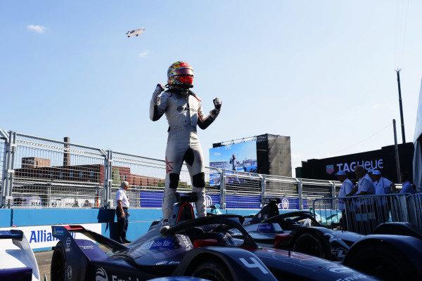 Robin Frijns (NLD), Envision Virgin Racing, Audi e-tron FE05, celebrates in Parc Ferme after winning the race