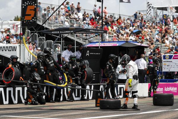 #5: Team, crew member(s) Arrow McLaren SP Chevrolet