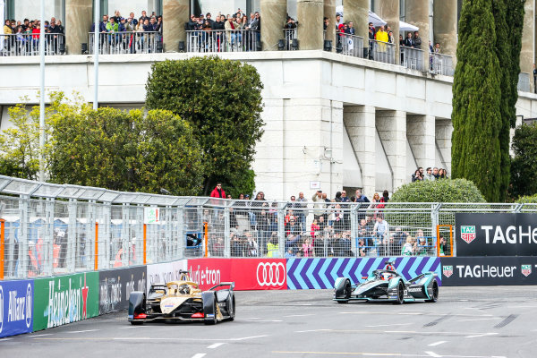 Andre Lotterer (DEU), DS TECHEETAH, DS E-Tense FE19, leads Mitch Evans (NZL), Panasonic Jaguar Racing, Jaguar I-Type 3