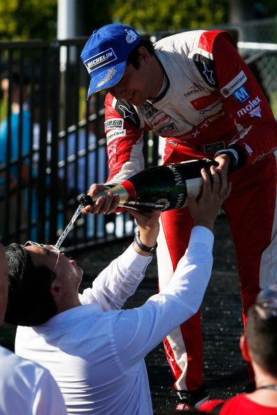2014/2015 FIA Formula E Championship. Long Beach ePrix, Long Beach, California, United States of America. Sunday 5 April 2015 Nelson Piquet Jr (BRA)/China Racing - Spark-Renault SRT_01E pours the champagne. Photo: Zak Mauger/LAT/Formula E ref: Digital Image _L0U8787