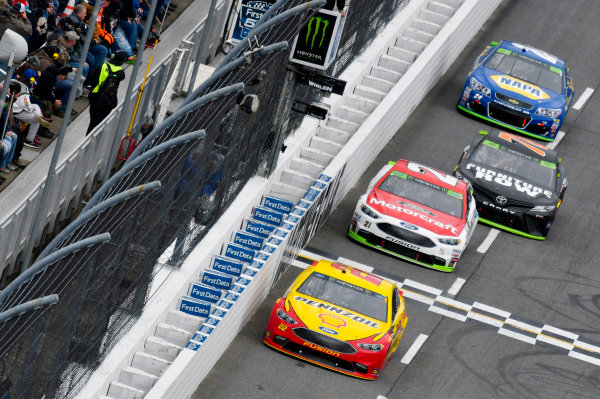 Monster Energy NASCAR Cup Series First Data 500 Martinsville Speedway, Martinsville VA USA Sunday 29 October 2017 Joey Logano, Team Penske, Shell-Pennzoil Ford Fusion and Ryan Blaney, Wood Brothers Racing, Motorcraft/Quick Lane Tire & Auto Center Ford Fusion World Copyright: Nigel Kinrade LAT Images