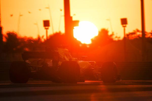 Yas Marina Circuit, Abu Dhabi, United Arab Emirates. Wednesday 29 November 2017. Robert Kubica, Williams FW40 Mercedes.  World Copyright: Zak Mauger/LAT Images  ref: Digital Image _56I7176