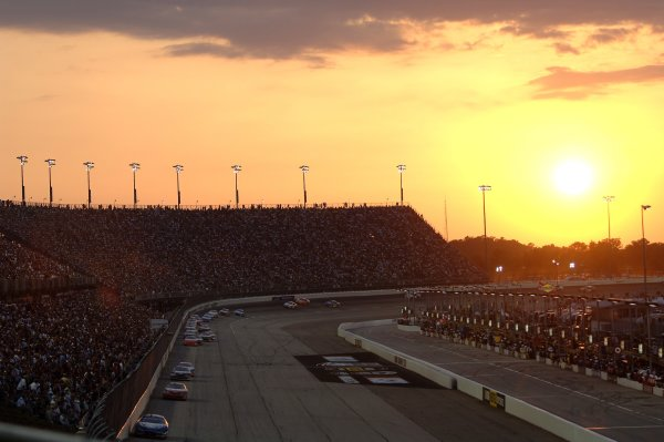 12-13 May, 2006, Darlington  Raceway,USA The sun sets over Darlington Raceway. Copyright©LAT South, LAT Photographic