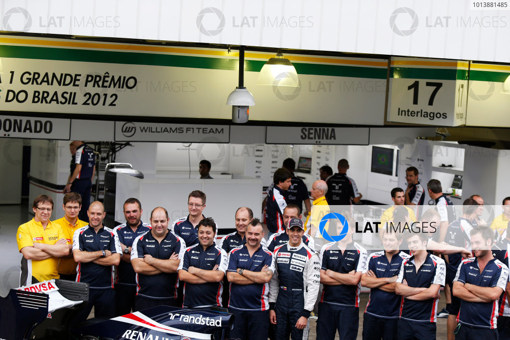 Interlagos, Sao Paulo, Brazil. Saturday 24th November 2012. Pastor Maldonado, Williams F1 Team, and members of the 2012 williams F1 team. World Copyright:Charles Coates/LAT Photographic ref: Digital Image _N7T8813