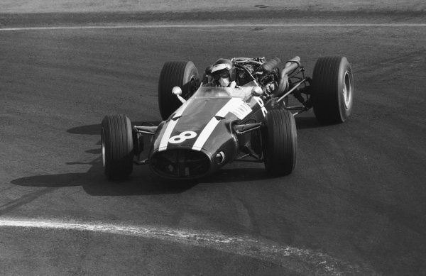 Jochen Rindt (AUT), who retired on lap 33 with a broken suspension, negotiates the hairpin with an armful of opposite lock. Mexican Grand Prix, Mexico City, 23 October 1966.