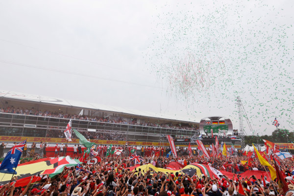 Autodromo Nazionale di Monza, Italy. Sunday 04 September 2016. Fans invade the circuit after the race. World Copyright: Sam Bloxham/LAT Photographic ref: Digital Image _SBB9669