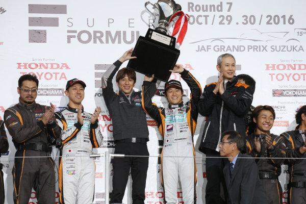 2016 Japanese Super Formula. Suzuka, Japan. 29th - 30th October 2016. Rd 7. Race 2 - 2016 Team Champion P.MU/CERUMO ? INGING podium, portrait. World Copyright : Yasushi Ishihara / LAT Photographic. Ref : 2016SF_Rd7_SUZUKA_034