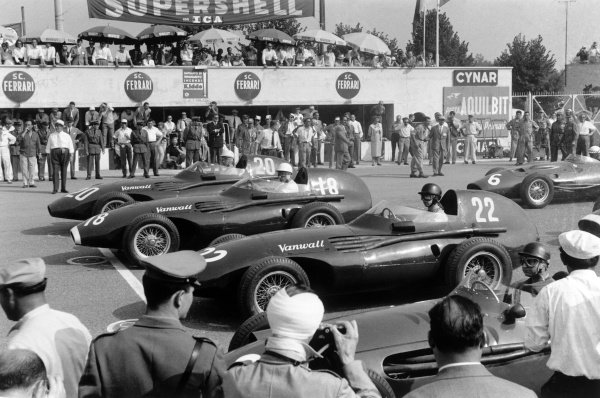 1957 Italian Grand Prix.  Monza, Italy. 6-8 September 1957. Stuart Lewis-Evans (Vanwall, number 20) qualified on pole ahead of team mates Stirling Moss (18) and Tony Brooks (22) and Juan Manuel Fangio (Maserati 250F). Ref-Autocar L1022/33A. A Race Through Time exhibition number 78. World Copyright - LAT Photographic