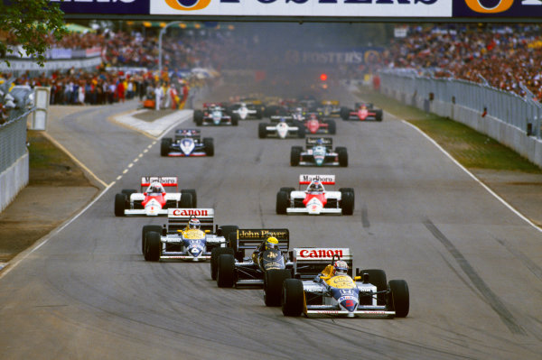 Adelaide, Australia. 24th - 26th October.Nigel Mansell (Williams FW11 Honda), retired, leads the field on the warm up lap. Action.World Copyright: LAT Photographicref: 35mm Transparency 86AUS63