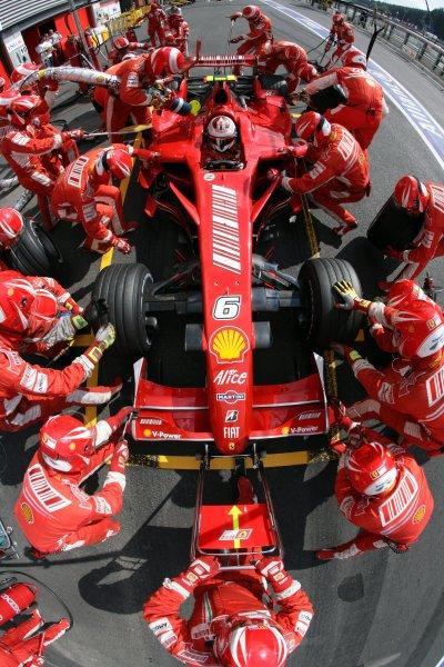 2007 Belgian Grand Prix - Sunday RaceSpa Francorchamps, Spa, Belgium.16th September 2007.Kimi Raikkonen, Ferrari F2007, 1st position, makes a pit stop. Action. Pit Stops. World Copyright: Steven Tee/LAT Photographicref: Digital Image YY2Z0492