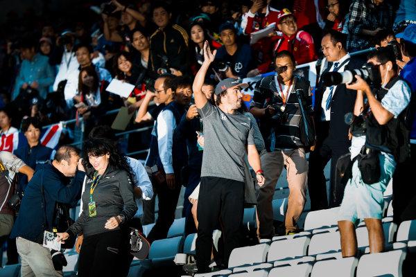 Suzuka Circuit, Japan. Thursday 05 October 2017. Fernando Alonso, McLaren, waves to fans in the grandstand. World Copyright: Glenn Dunbar/LAT Images  ref: Digital Image _31I4545