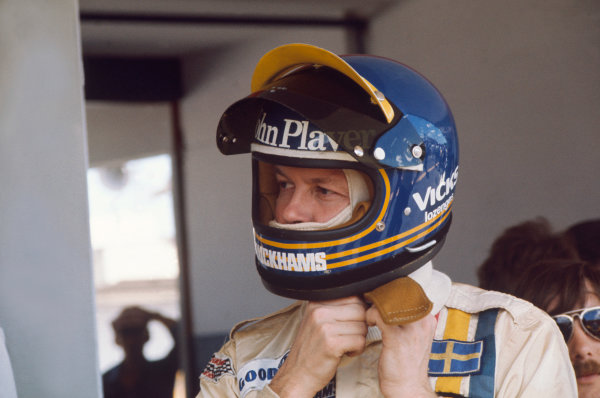 Ronnie Peterson (Lotus-Ford Cosworth).Ref-P3A 13.World - LAT Photographic