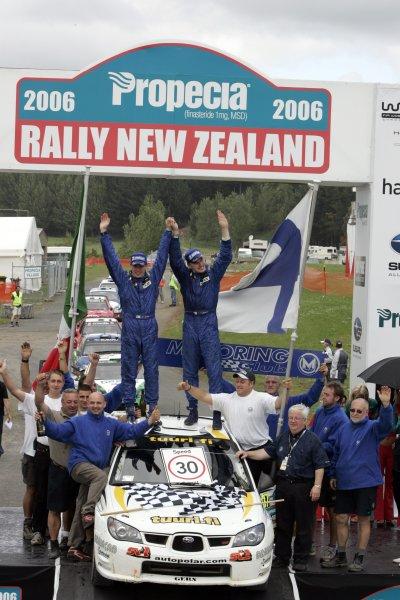 2006 FIA World Rally Champs. Round 6Rally New Zealand, 16-19th November 2006Jari-Matti Latvala, Subaru GpN, podiumWorld Copyright: McKlein/LAT
