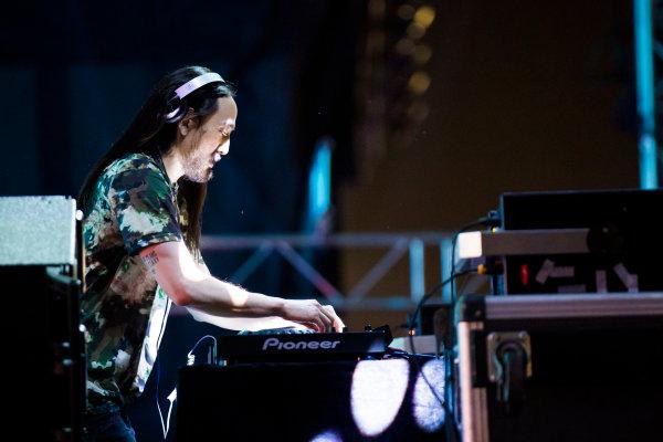 Bahrain International Circuit, Sakhir, Bahrain.  Saturday 15 April 2017. DJ Steve Aoki performs at the F1 concert. World Copyright: Sam Bloxham/LAT Images ref: Digital Image _J6I1537