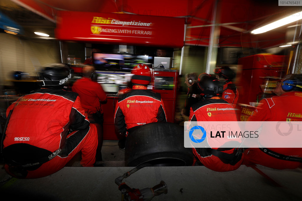2017 IMSA WeatherTech SportsCar Championship Mobil 1 Twelve Hours of Sebring Sebring International Raceway, Sebring, FL USA Saturday 18 March 2017 Crewmen watching the monitors World Copyright: Michael L. Levitt/LAT Images ref: Digital Image levitt_seb_0317-32031