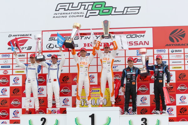 2017 Japanese Super GT Series. Autopolis, Japan. 20th - 21st May 2017. Rd 3. GT500 Winner Kazuki Nakajima & James Rossiter ( #36 au TOM'S LC500 ) 2nd position Koudai Tsukakoshi & Takashi Kogure ( #17 KEIHIN NSX-GT ) 3rd position Naoki Yamamoto & Takuya Izawa ( #100 RAYBRIG NSX-GT ) podium, portrait World Copyright: Masahide Kamio / LAT Images. Ref: 2017SGT_Rd3_005