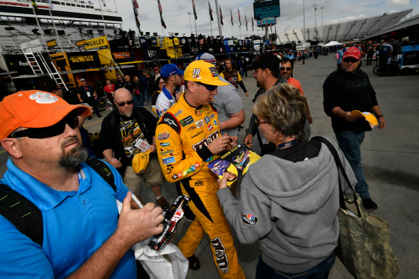 Monster Energy NASCAR Cup Series First Data 500 Martinsville Speedway, Martinsville VA USA Saturday 28 October 2017 Kyle Busch, Joe Gibbs Racing, M&M's Halloween Toyota Camry signs autographs for fans World Copyright: Scott R LePage LAT Images ref: Digital Image lepage-171028-mart-2705