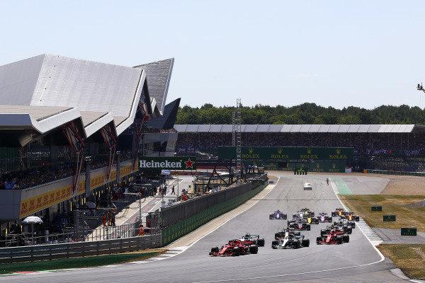 Start of the race, Sebastian Vettel, Ferrari leads