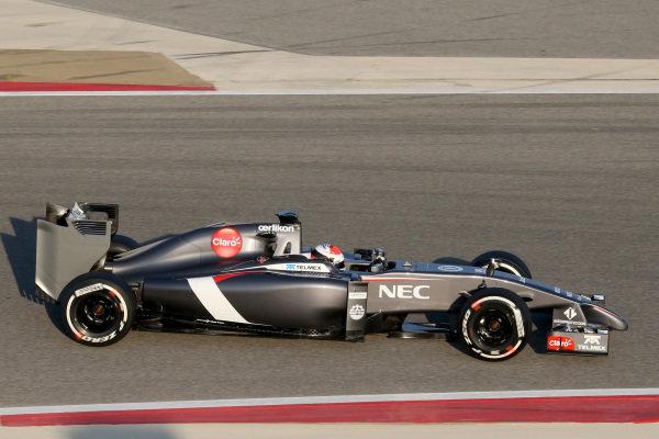 Adrian Sutil (GER) Sauber C33. Formula One Testing, Day One, Bahrain International Circuit, Sakhir, Bahrain, Wednesday 19 February 2014.