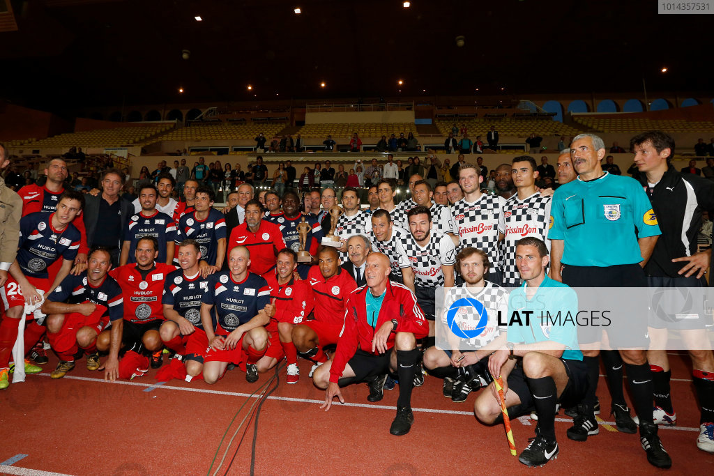 Monte Carlo, Monaco. Tuesday 19 May 2015. The teams lineup after the 22nd World Stars football match. World Copyright: Charles Coates/LAT Photographic. ref: Digital Image _J5R5879