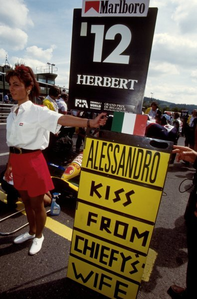 Grid girl for Alessandro Zanardi (ITA) Lotus.