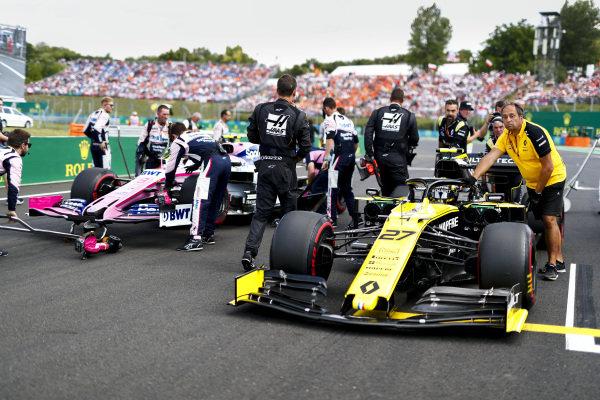 Nico Hulkenberg, Renault R.S. 19, arrives on the grid