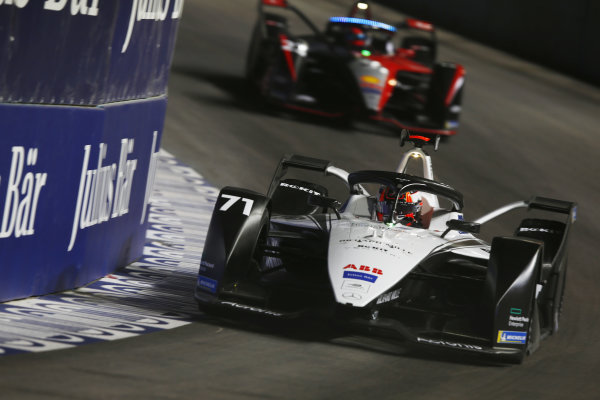 Norman Nato (FRA) Venturi Racing, Silver Arrow 02, leads Oliver Rowland (GBR) Nissan e.Dams, Nissan IMO2