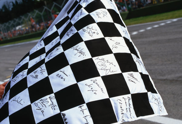2002 San Marino Grand Prix.Imola, Italy.12-14 April 2002.The chequered flag was completely covered in autographs.Ref-02 SM 27.World Copyright - LAT Photographic