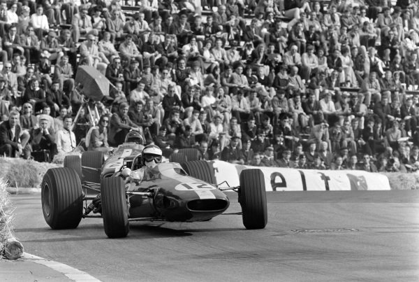 Jim Clark, Lotus 33 Climax, corrects a slide at Station hairpin ahead of Dan Gurney, Eagle T1G Weslake.