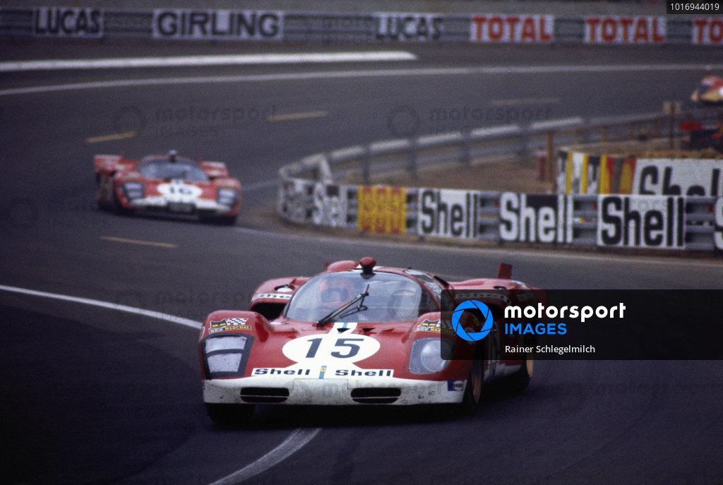 Herbert Müller / Mike Parkes, Scuderia Filipinetti, Ferrari 512 S, leads Corrado Manfredini / Gianpiero Moretti.