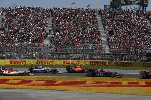 Daniil Kvyat, Toro Rosso STR14, leads Carlos Sainz Jr., McLaren MCL34, Sergio Perez, Racing Point RP19, Antonio Giovinazzi, Alfa Romeo Racing C38, and Alexander Albon, Toro Rosso STR14