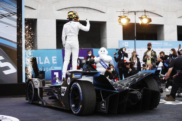 Stoffel Vandoorne (BEL), Mercedes Benz EQ, celebrates in parc ferme