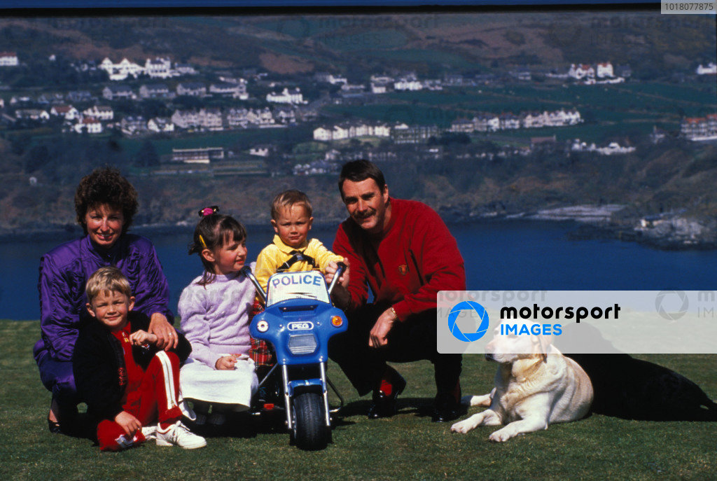 Isle of Man, United Kingdon. 18/4/1989. Nigel Mansell poses with his wife Roseanne, children Greg, Leo and Chloe and dogs