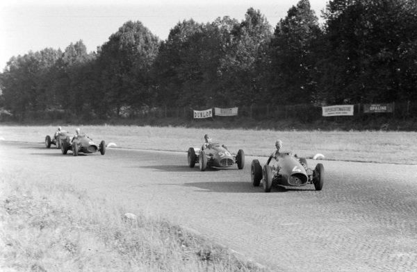 Alberto Ascari, Ferrari 500, leads  Juan Manuel Fangio, Maserati A6GCM-53, and Giuseppe Farina, Ferrari 500.