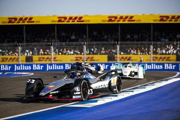 Sébastien Buemi (CHE), Nissan e.Dam, Nissan IMO1, leads Oliver Turvey (GBR), NIO Formula E Team, NIO Sport 004