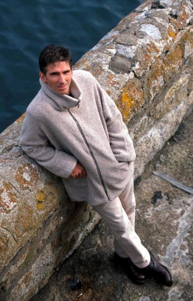 Damon Hill (GBR) relaxes at home.Home Feature, Dublin, Eire, 12 October 1998.