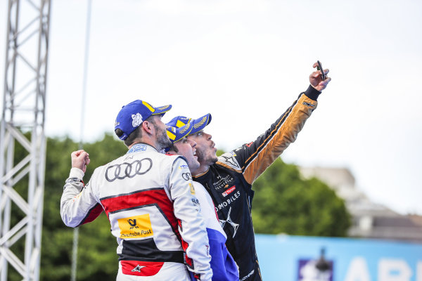 Robin Frijns (NLD), Envision Virgin Racing, 1st position, Andre Lotterer (DEU), DS TECHEETAH, 2nd position, and Daniel Abt (DEU), Audi Sport ABT Schaeffler, 3rd position, take a selfie on the podium