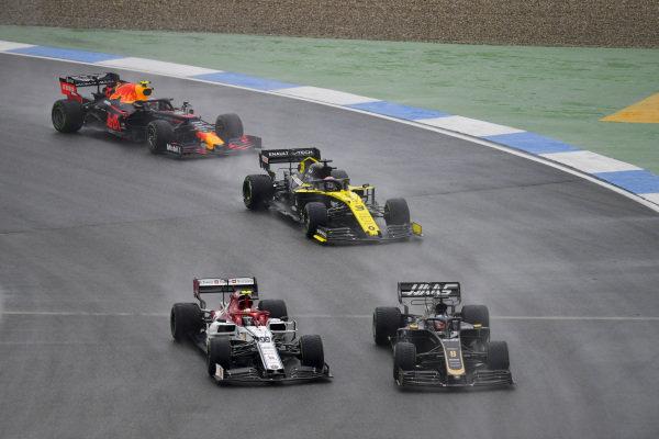Romain Grosjean, Haas VF-19 leads Antonio Giovinazzi, Alfa Romeo Racing C38, Daniel Ricciardo, Renault R.S.19 and Pierre Gasly, Red Bull Racing RB15
